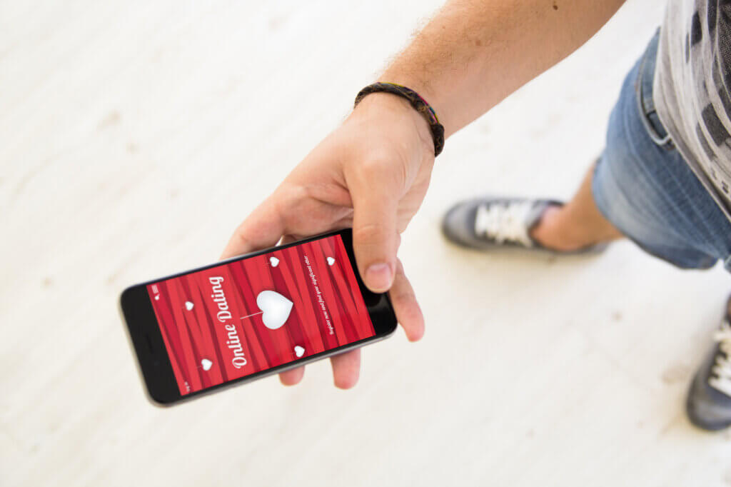 Mand bruger dating app