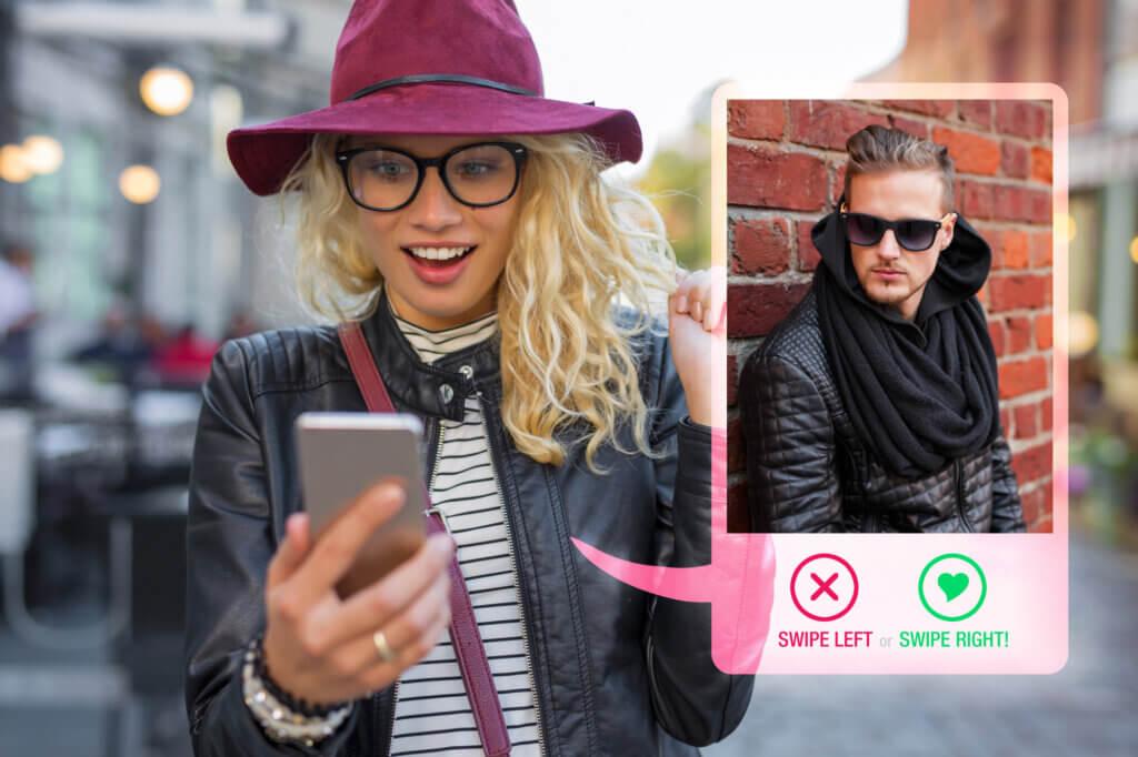 Kvinde dater via app