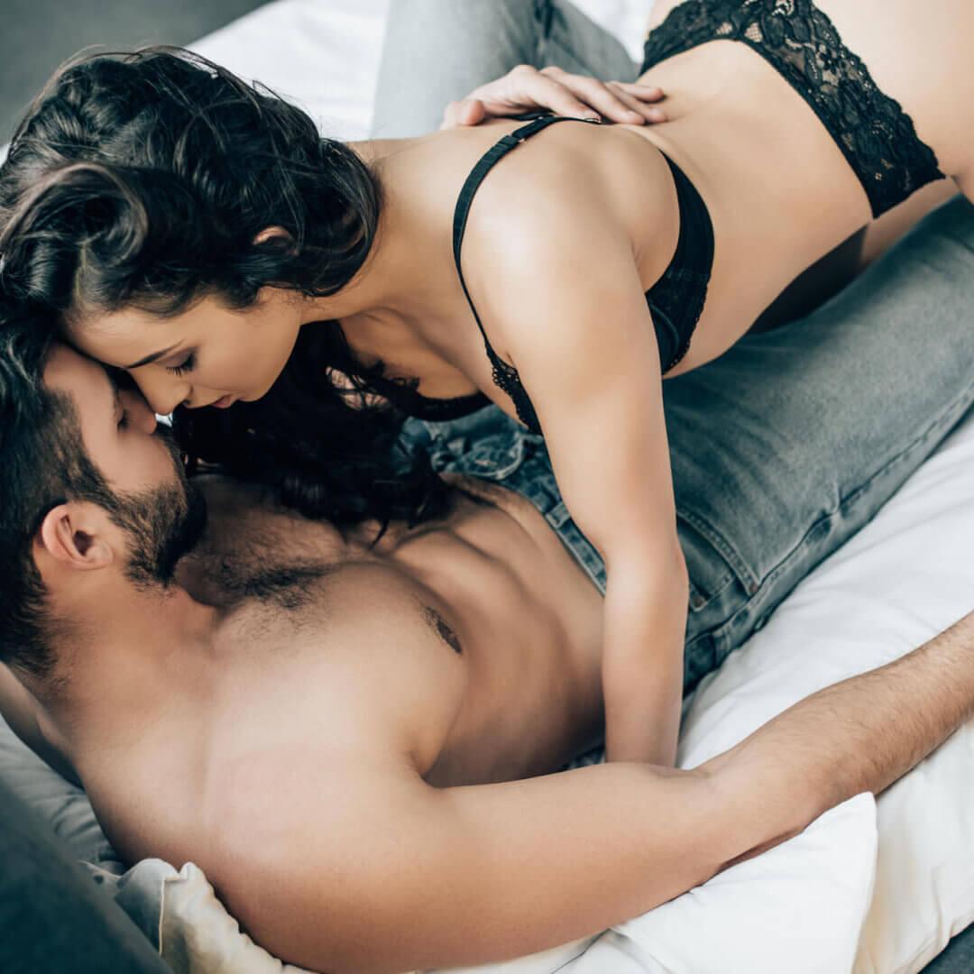Mand og kvinde har sex
